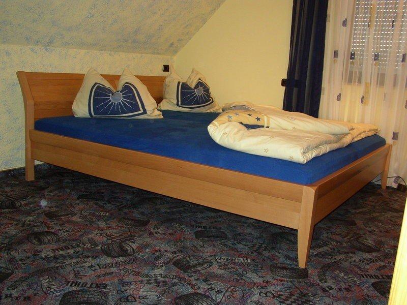 wir fertigen m bel nach ihren individuellen bed rfnissen und w nschen. Black Bedroom Furniture Sets. Home Design Ideas