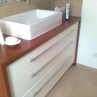 Waschtischunterschrank in Kirschbaum/Weißlack