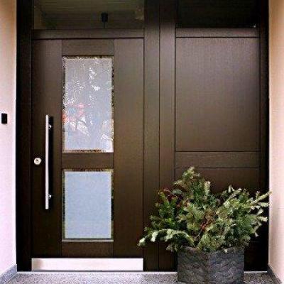 Sonderlösung: Meranti-Holztür mit Seitenteil - Oberlichtseitenteil zum Öffnen (WC), Holzart Meranti, Farbe am Bestand angepasst, Wärmeschutzverglasung Satinato mit klarem Rand